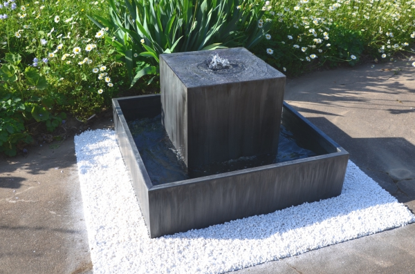 Fontaine de jardin zinc contemporaine